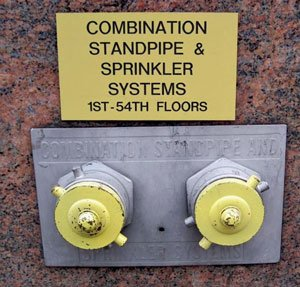 The sign indicates a single-zone riser and a very high system pressure for feeding risers, requiring two pumpers.